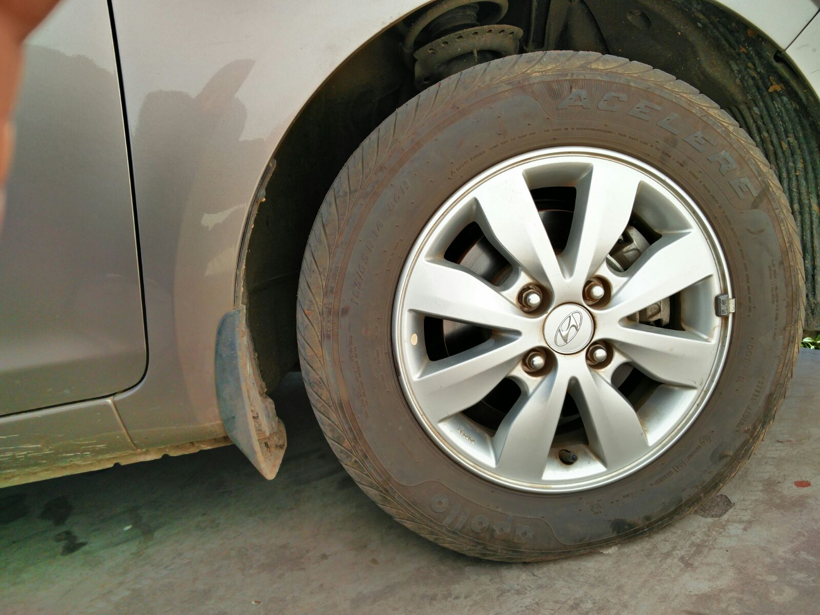 Apollo acelere tyre problem | Team Fiat